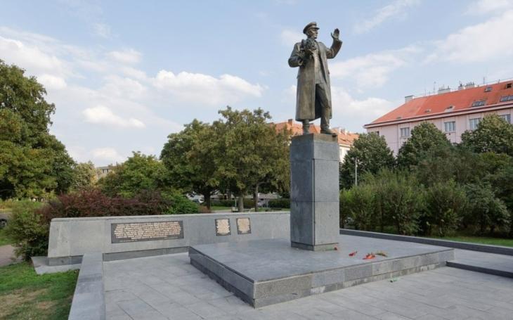 KOMENTÁŘ: Spor o Koněva se proměnil v politickou frašku