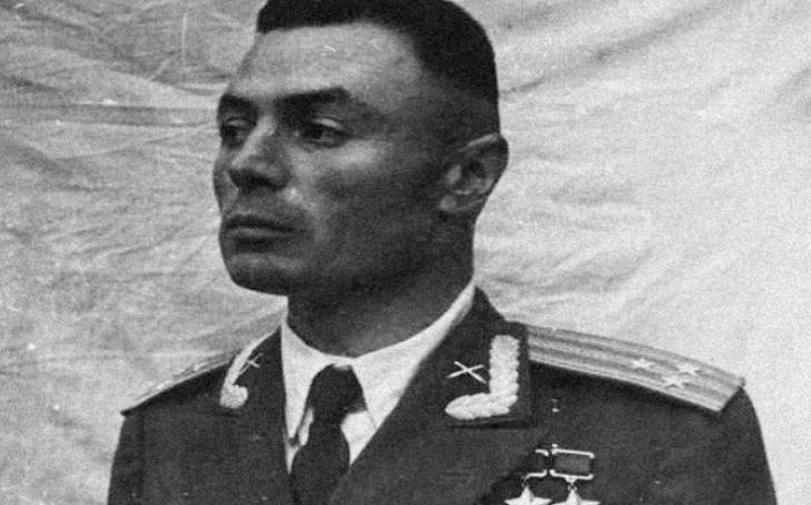 Bezruký generál Vasily Petrov se stal legendou. Po amputaci končetin šel znovu do boje