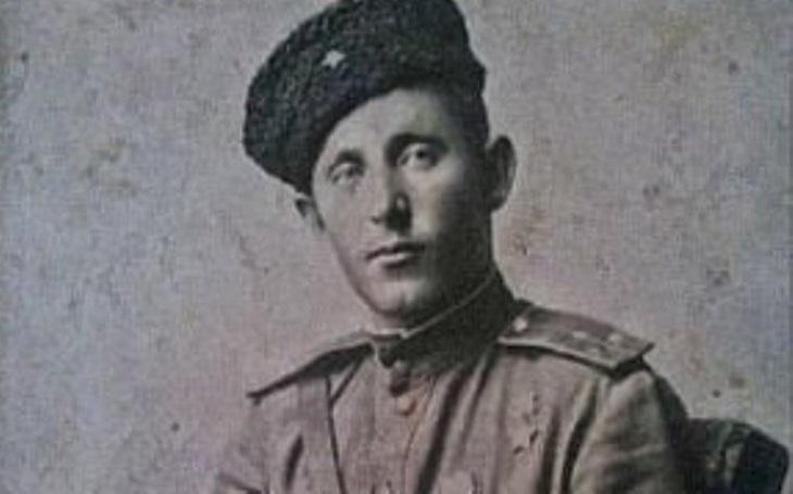 Zapomenutí hrdinové - Sám si podal posádku německého tanku se sekyrou v ruce. Když se rozzuřený kuchař proměnil v akčního hrdinu