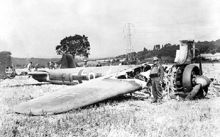 Ray Holmes – pilot RAF, který taranoval německý bombardér, aby ochránil Buckinghamský palác
