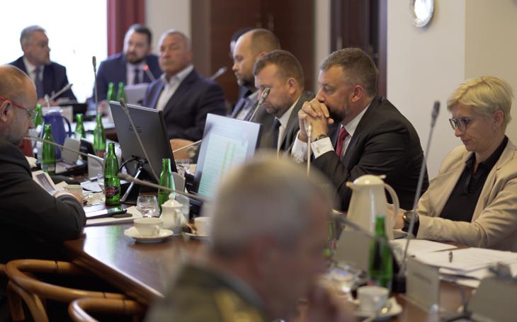 Výbor přerušil jednání o Perunu. Čeká se na výsledky Opatovy inspekce a zpřístupnění utajovaných protokolů