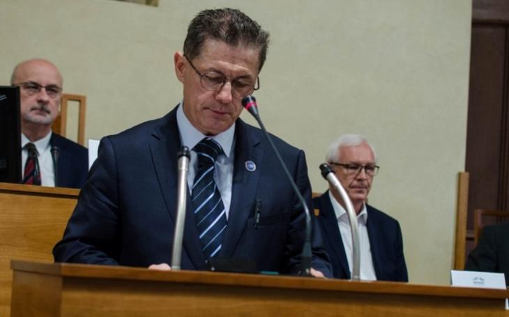 Pokud je stát skutečně demokratický, neměl by nikdy zamezit svým občanům vlastnit obranný prostředek, řekl prezident spolku LIGY LIBE Pavel Černý