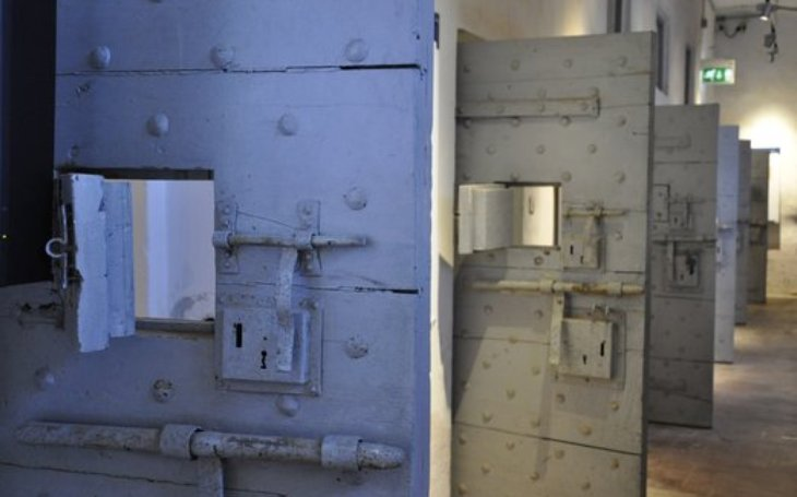 Vězni mají těžký návrat na svobodu, nemohou najít práci a bydlení. Spíše než stát pomáhají soukromé firmy a neziskové organizace