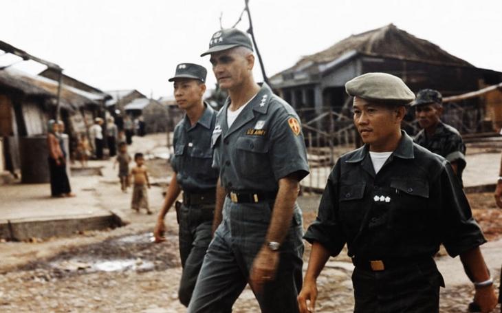 Jak chtěl americký generál použít jaderné zbraně na Vietnam