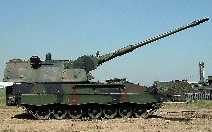 Miliardová zakázka pro Maďarsko: Rheinmetall vyrobí hlavní zbraň a trupy pro samohybné houfnice PzH 2000 a bitevní tank Leopard 2
