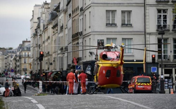 Čtyři oběti útoku v Paříži. Zaměstnanec prefektury, který útočil nožem, byl zastřelen