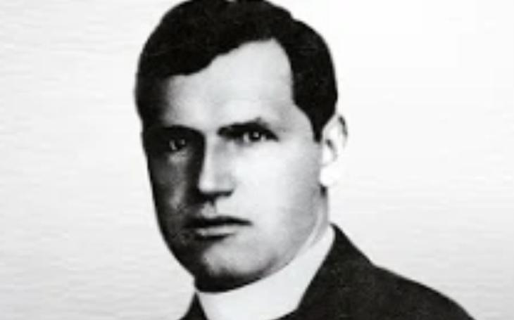 Fanatický agent StB Ladislav Mácha - jeho ,,zostřené metody výslechu&quote; zabily nevinného pátera Toufara. Vyšetřovatel nakonec dožil s vysokým důchodem