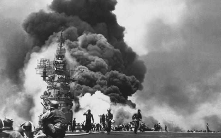 VIDEO: Poslední smrtící zbraň Japonska: Fanatičtí piloti ,,nakrmení&quote; pervitinem chtěli zvrátit průběh války