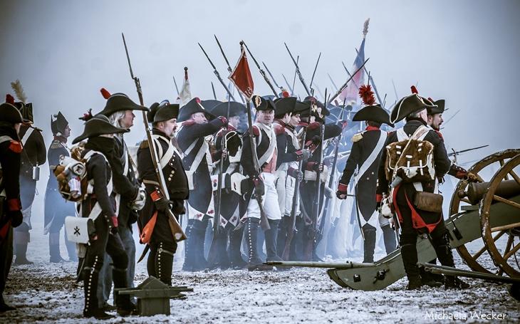 """Napoleon: """"Vyřiďte generálovi, který tam velí, že je lempl!"""" – rekonstrukce závěrečné fáze bitvy u Slavkova (30. listopadu 2019, Austerlitz 2019)"""