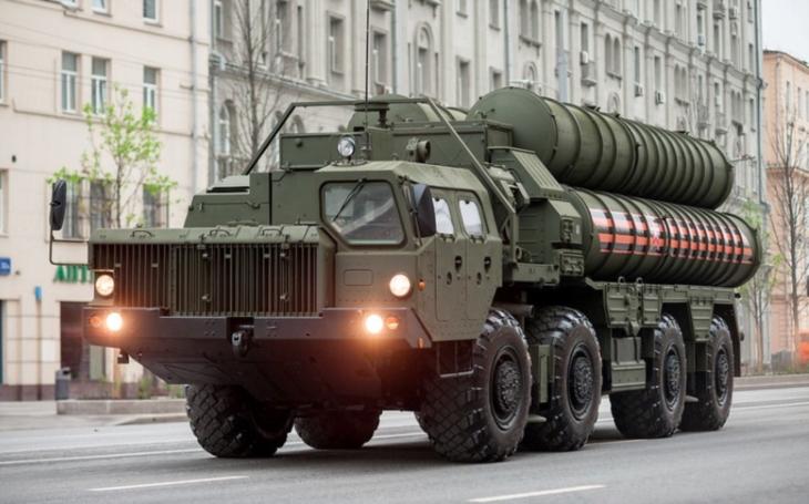 Z možného nákupu protivzdušného systému S-400 nakonec sešlo. Zaleklo se Srbsko amerických sankcí?