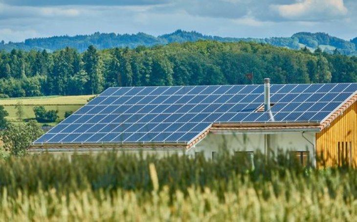Aktuální průzkum Energie ČS na téma technologií:  21 % domácností uvažuje o pořízení klimatizace, 16 % chce investovat do chytré domácnosti