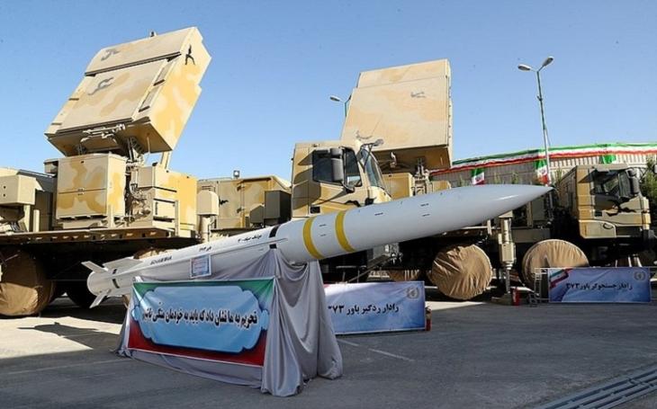 Írán představil protivzdušný systém  Bavar-373. Co o něm víme?