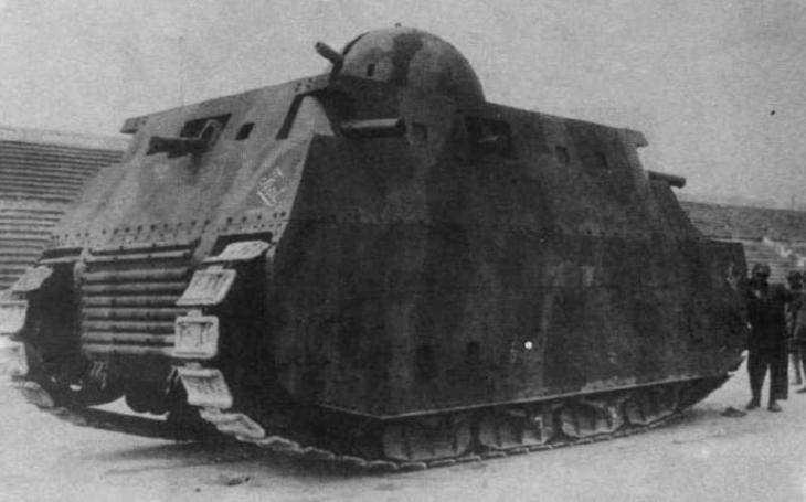 Italský tankový kolos Fiat 2000 se nikdy nedostal do sériové výroby. Neuspěl ani v ,,odbojné&quote; Libyi