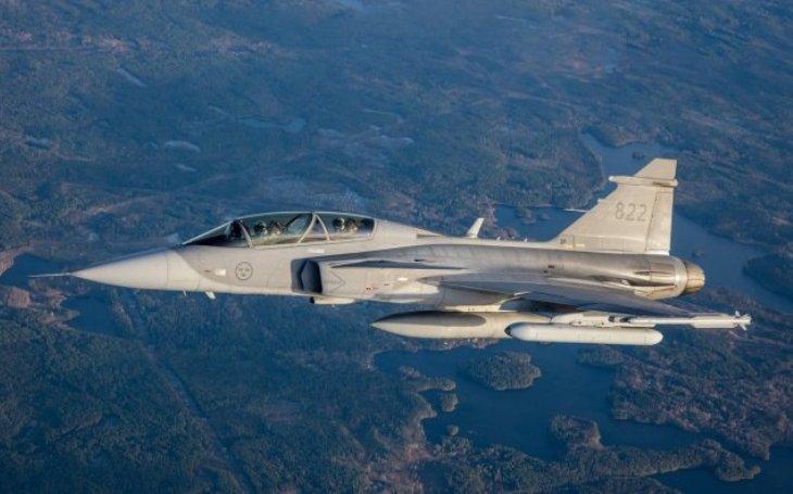 Nový kontejner elektronického boje Saab testován ve vzduchu