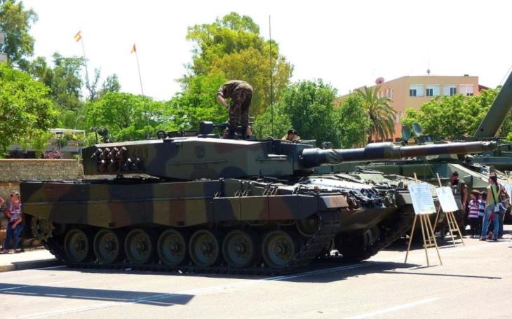 Tendr na BVP se zase oddálil, rozjet by se měl nákup tanků, zajímavé jsou německé Leopardy, říká k nové koncepci AČR vojenský expert Macošek
