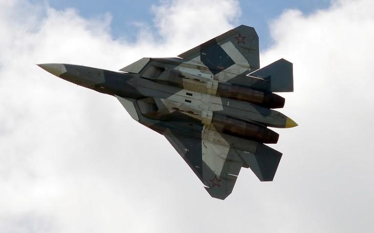 Další komplikace pro Rusko: Letoun Su-57 se zřítil během rutinních továrních testů. Pilot se stačil katapultovat