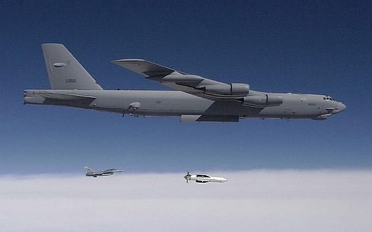 Americké letectvo modernizuje a pořizuje další těžké průbojné pumy MOP