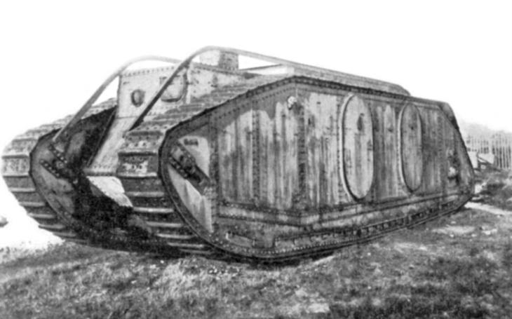 Mark IX - britský obr byl prvním obrněným transportérem na světě