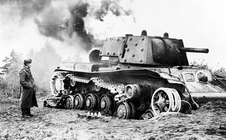 Vývoj operace Barbarossa: Mezi ztrátami Wehrmachtu a Rudé armády je zásadní rozdíl