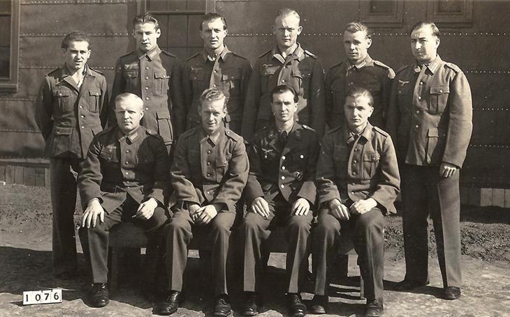Jako poznávací zájezd: Série útěků dovedla německého pilota zpět do říše. Hitler se mu odvděčil