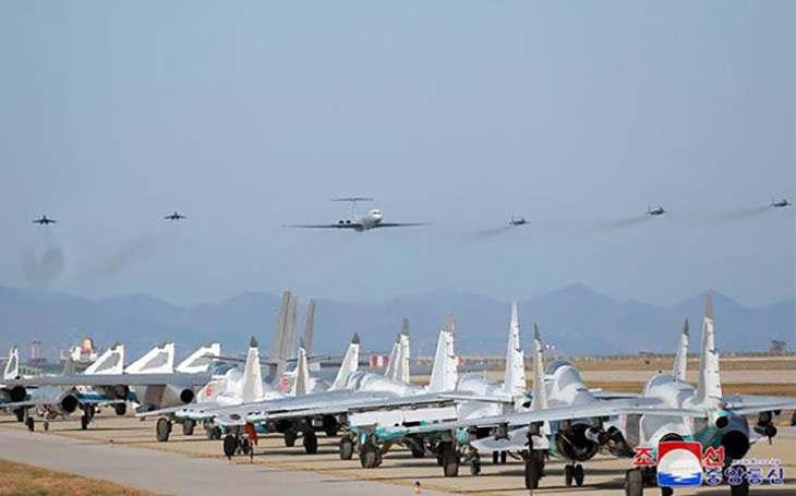 Kim Čong-un sledoval soutěž pilotů. Jak na tom ale opravdu je severokorejské letectvo?