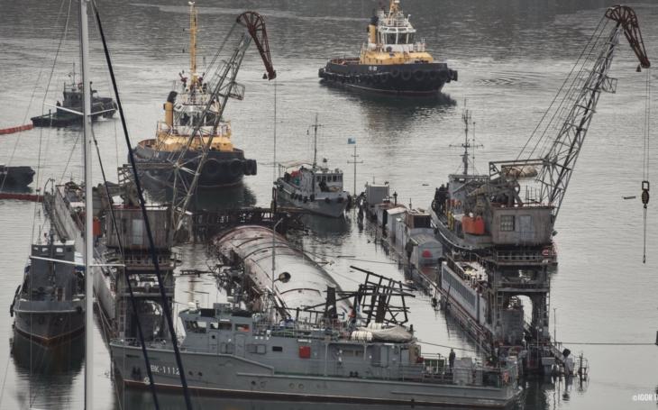 Černý týden ruského námořnictva pokračuje, potopil se dok i s ponorkou