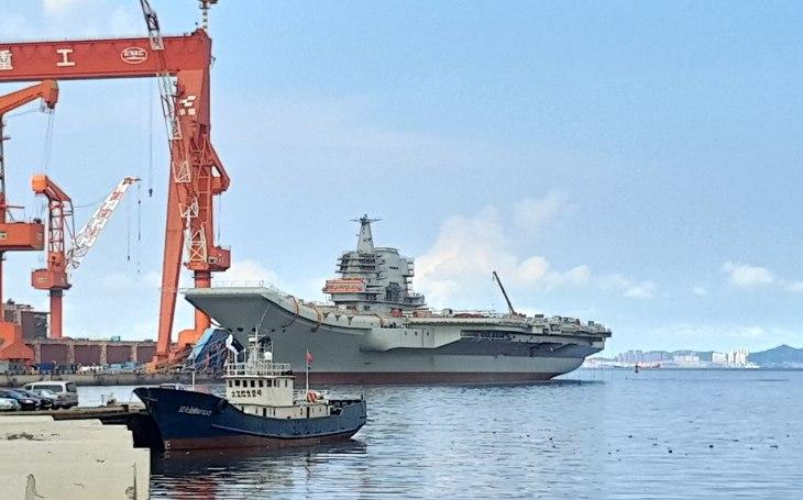 VIDEO: Nový odstrašující prostředek. Druhá čínská letadlová loď Shandong vstoupila do služby