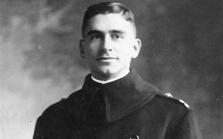Německého ponorkového tajemství se zmocnil Američan. Edouard Izac dokázal upláchnout svým věznitelům, odměnou mu byla Medaile cti