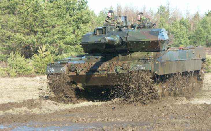 Tank Challenger 2 jako špatná volba? Chtěli jsme německý Leopard 2, lituje britský vysloužilý podplukovník