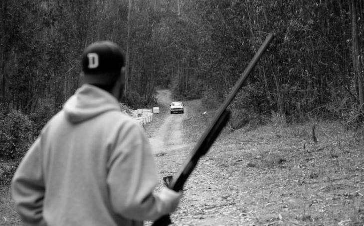 Tažení EU i některých politiků za omezení legálních zbraní je nesmyslné. Ukázala to střelba v Texasu (komentář Lumíra Němce)