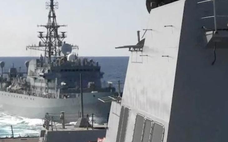 VIDEO: Ruská válečná loď málem narazila do amerického torpédoborce. Byla ruská posádka opilá?