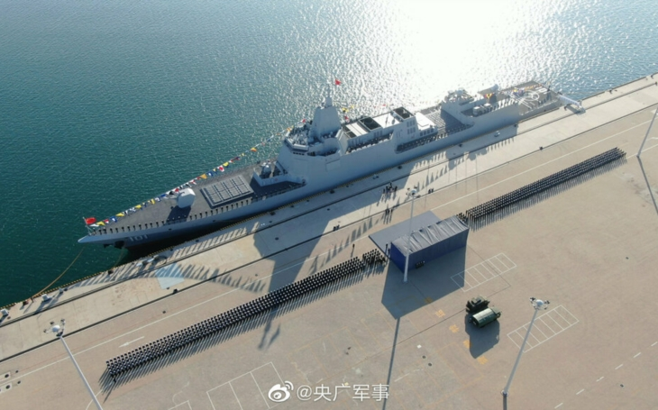 Obrovský čínský torpédoborec hodil rukavici do tváře USA a Rusku