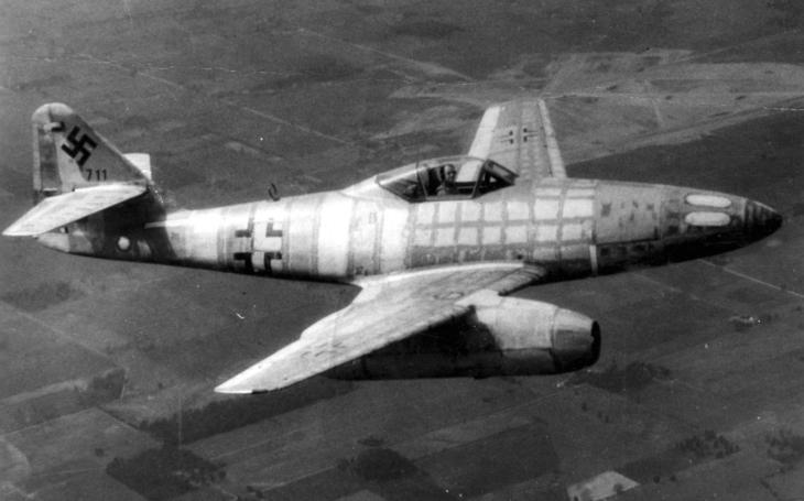 Vzácné dobové záběry: Sestřel Messerschmittu Me 262 americkým stíhačem