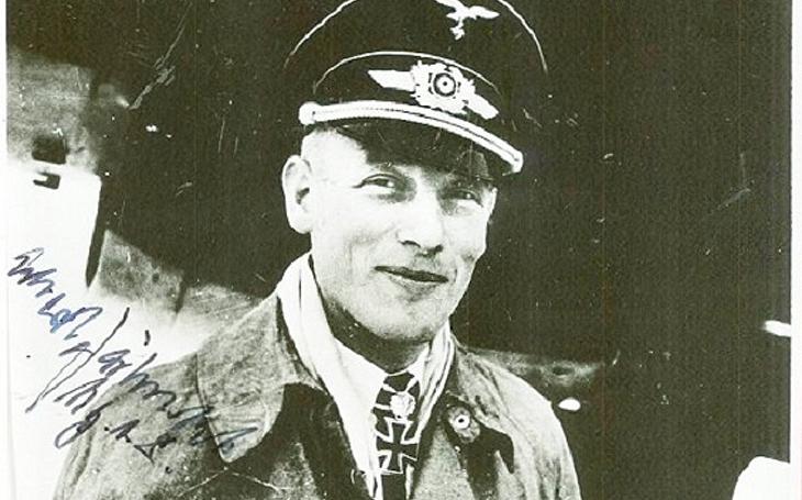 Středomořská bitva u Midway - Německý specialista na &quote;plovoucí objekty&quote; se &quote;propotápěl&quote; až k majorovi