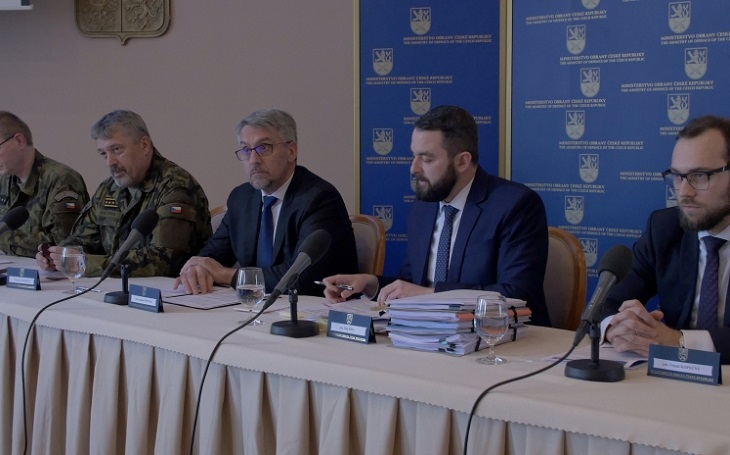Kauza radiolokátory: Vyplatili jsme vysoké zálohy, cena by byla jinak ještě vyšší, o navýšení informovat nemusím, zaskočil ministr Metnar