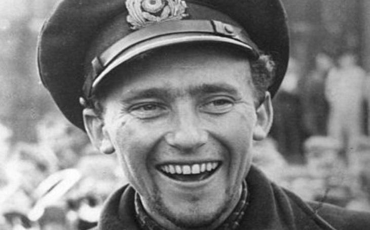 ,,Popravil&quote; britskou letadlovou loď, přežil zkázu U-bootu, utekl ze zajetí. Dobrodružný život ponorkového esa Friedricha Guggenbergera
