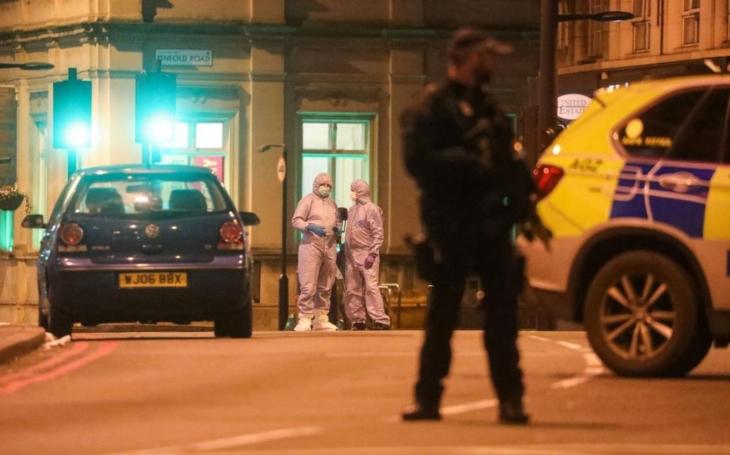 KOMENTÁŘ: Další z londýnských incidentů - systém tuhle nenávist řešit neumí