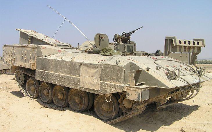 Unikát ve své kategorii. Izraelské obrněné vozidlo Achzarit sází na maximální ochranu posádky