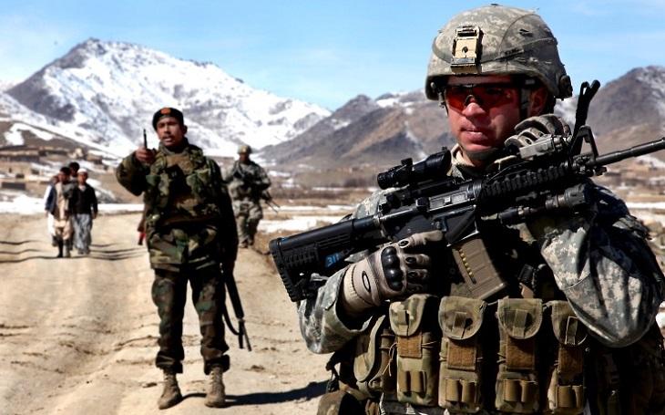 Zpočátku byla západní vojska většinou vítána, dnes jsou vnímána jako okupanti, říká bývalý velvyslanec v Afghánistánu generál Petr Pelz