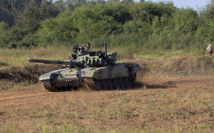 Metnar stopl modernizaci tanků a vrtulníků: další zakázky s násobnou cenou