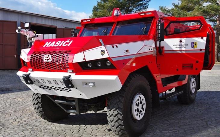 Hasičské &quote;super Tatrovky&quote; míří k hasičskému sboru