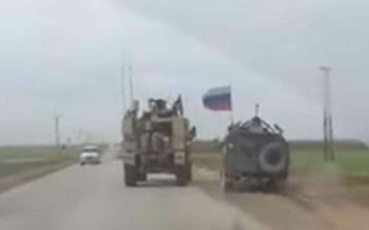 VIDEO: Když se Rusové kočkují s Američany v Sýrii, Ivan končí &quote;v příkopu&quote;