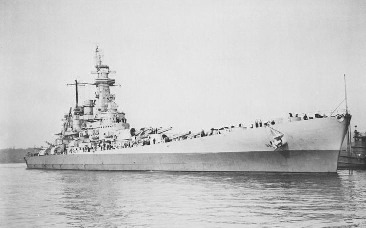 406 mm děla bitevní lodi USS Washington udělala z japonské bitevní lodi Kirišima během 10 minut sekanou