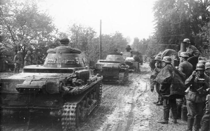 Ohlásila 1000 německých tanků připravených k útoku na Polsko i invazi samotnou. Nevěřili jí