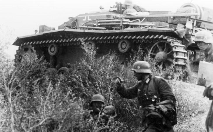 StuG III - nenápadné obrněné vozidlo. Jejich úspěch však předčil Panthery a Tigery dohromady