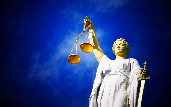 Soudci soudcům kryjí záda