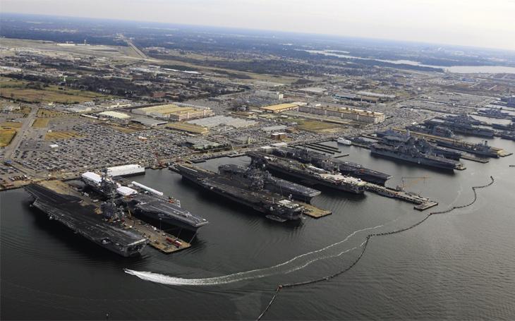 Pýcha amerického námořnictva: Norfolk jako kotviště pro nejdražší válečnou loď světa