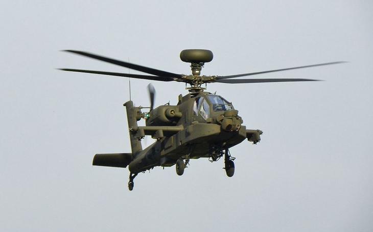 Velká Británie potvrdila objednávku 12 bitevních vrtulníků AH-64E Apache