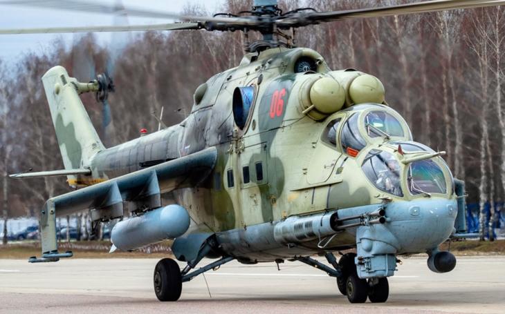 Granát z ruského bitevního vrtulníku vysklil balkón obytného domu
