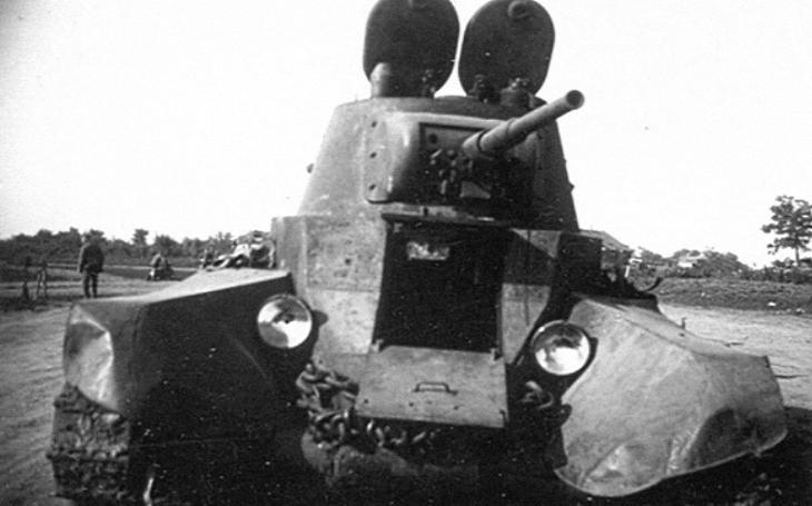Sovětský tank BT-7 Němci posměšně ,,překřtili&quote; na Mickey Mouse. Jeho následovníkem se stal postrach nacistů